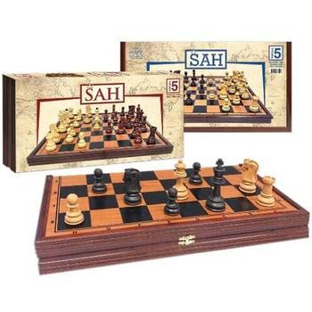 Šah u drvenoj kutiji sa abs figurama